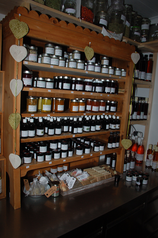 Vielfältige Produkte vom Lesachtaler Kräuterhäusl